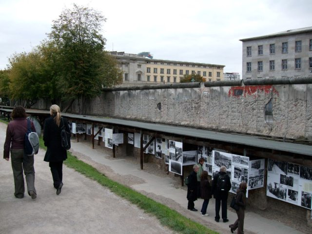 #FriFotos Bricks: Berlin Wall 2007