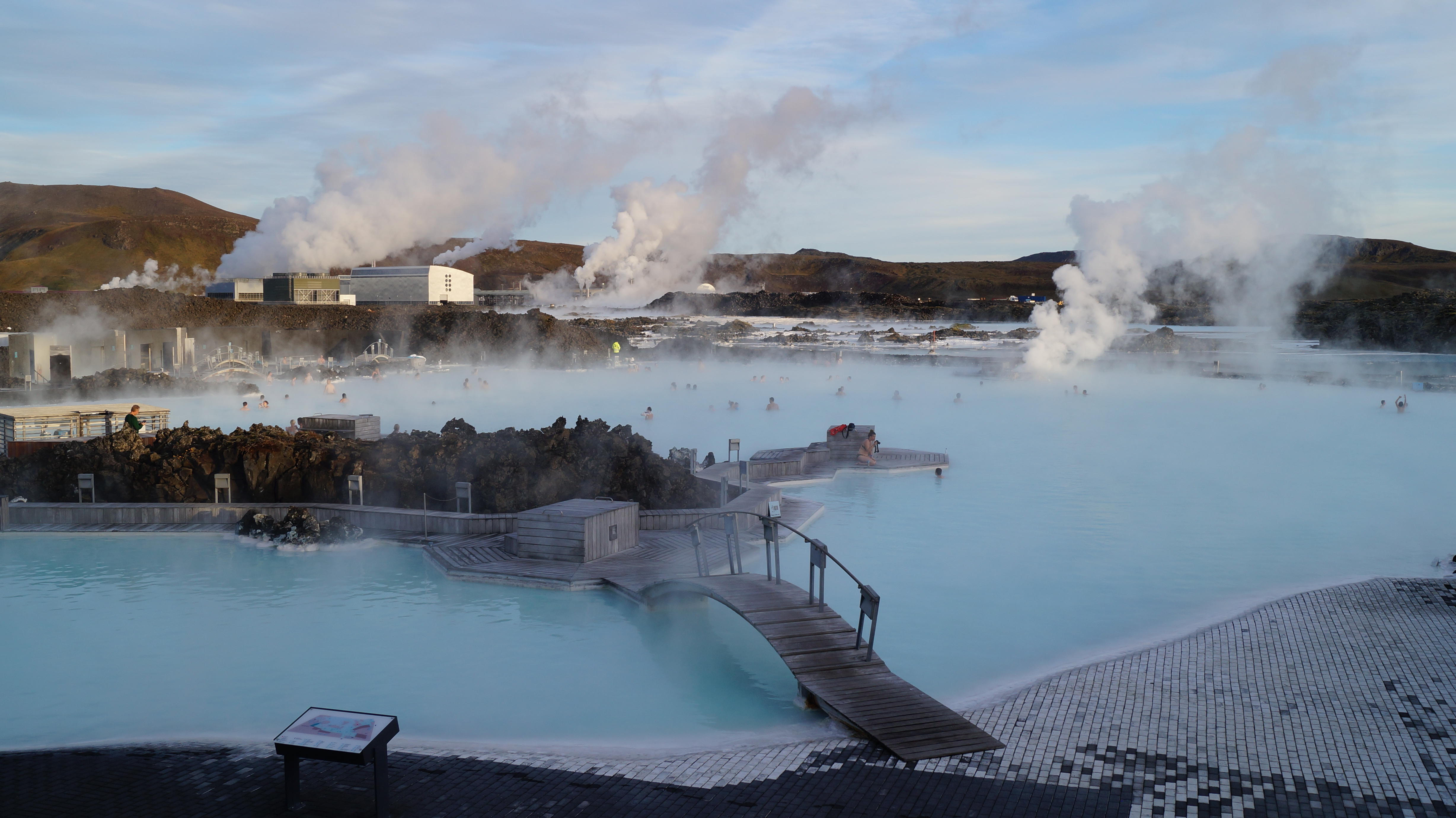 Soaking away in the blue lagoon asixpackofstories for Hotels near the blue lagoon iceland